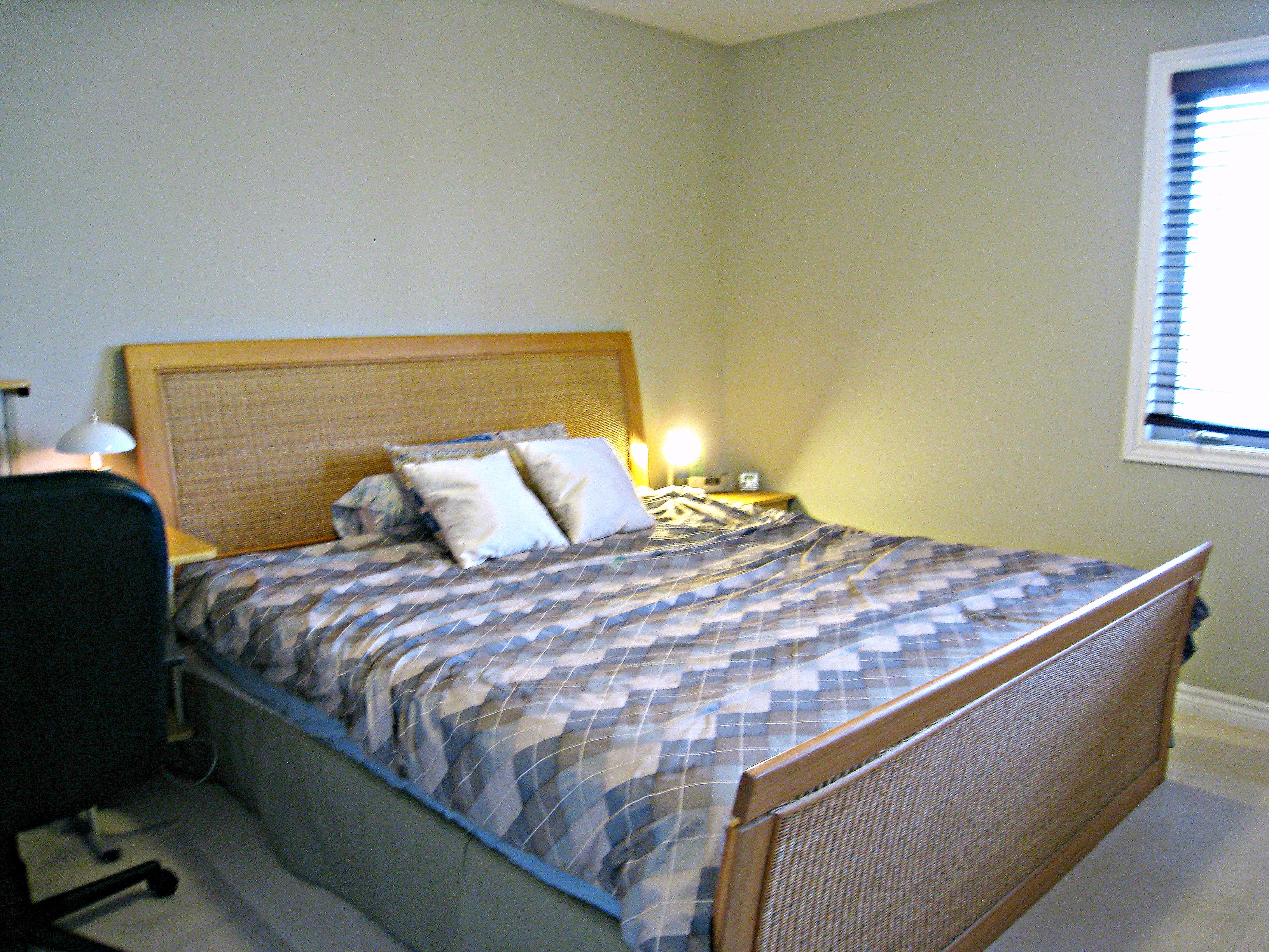 Bedroom 2 - King-size bed